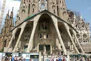 7 Barcelona Tourist Attractions Everyone Should See!